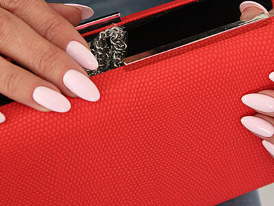 manicura bolso rojo